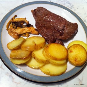 Steak with Round Chips or Scallops
