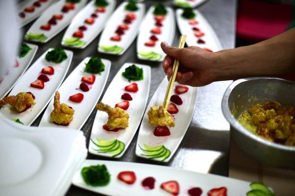 honey pepper, wasabi cream and garlic prawns