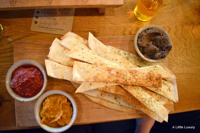 starter bread and dips